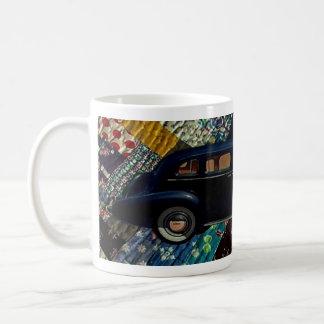 Voiture classique sur l'édredon, marine mug