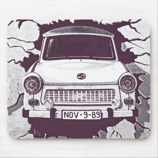 Voiture de Trabant, noir et blanc, mur de Berlin ( Tapis De Souris