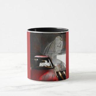 Voiture rouge de photo d'aquarelle de tasse avec