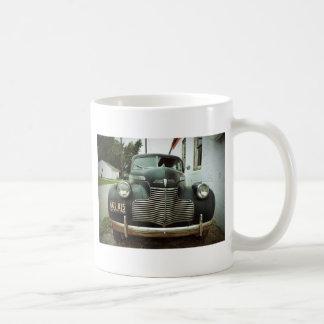 Voiture vintage sur l'itinéraire 66 mug blanc