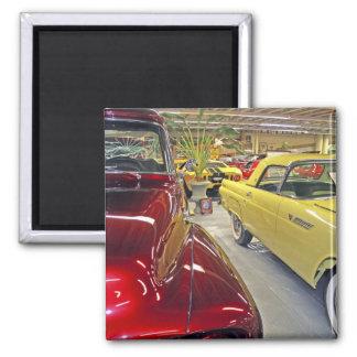 Voitures vintages dans le musée d'automobile de Ta Magnet Carré