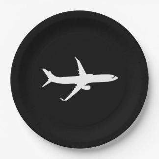 Vol blanc de silhouette d'avion de ligne à assiettes en papier