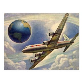 Vol vintage d'avion autour du monde en nuages carte postale