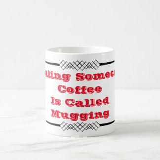 Volant le café de Someones a appelé Mugging Mug Blanc