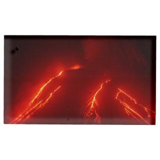 Volcan d'éruption de nuit de paysage porte-photos