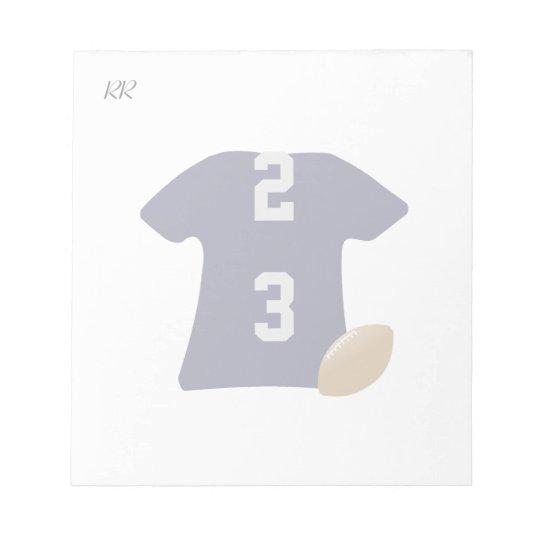 Votre chemise du football avec la boule sur le blocs notes