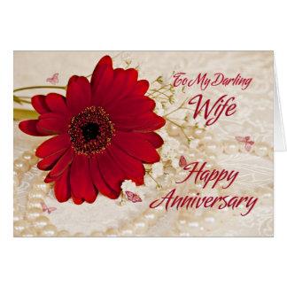Vrouw op huwelijksverjaardag, een madeliefjebloem wenskaart