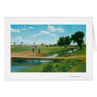 Vue de golfeur frappant la boule carte de vœux