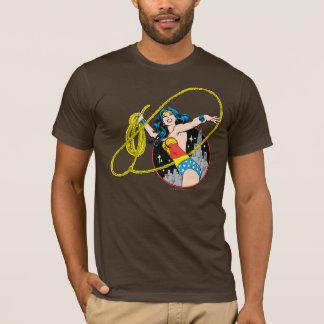 Wonder Vrouw met de Achtergrond van de Stad T Shirt