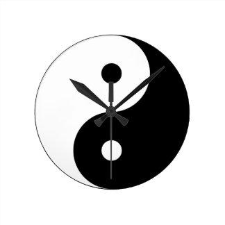 Yin et yang (yin-Yang, yang de yin, 陰陽). Horloge Ronde
