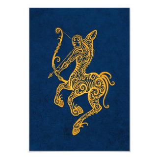 Zodiaque jaune complexe de Sagittaire sur le bleu Carton D'invitation 8,89 Cm X 12,70 Cm